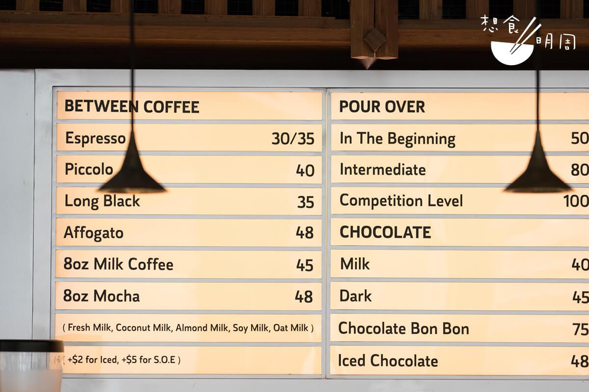 店子的餐飲單,充滿奶啡、手沖咖啡和朱古力特飲,而咖啡都以自家咖啡豆沖製。
