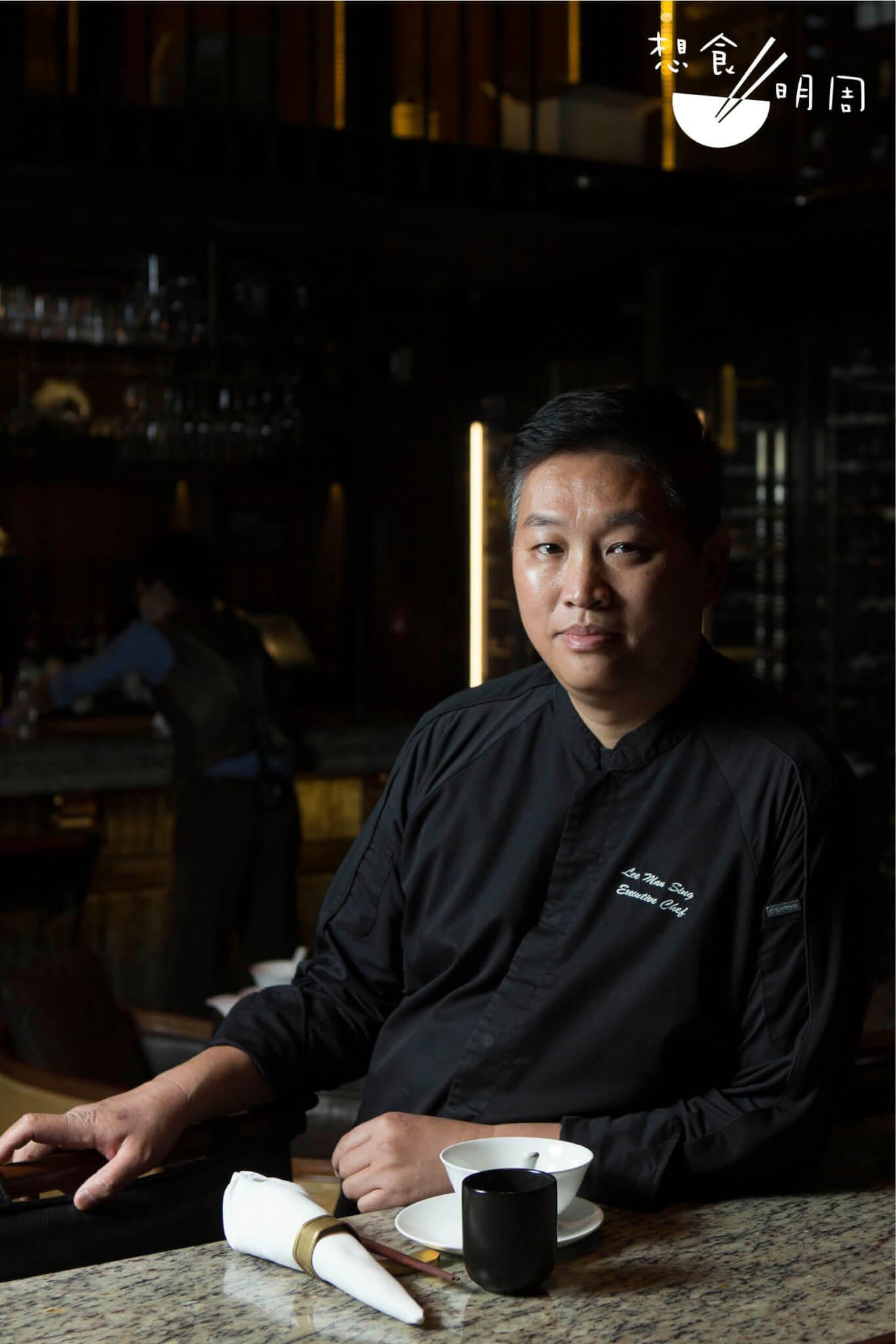 行政總廚李文星 // 入行接近四十年,在中廚界經驗老到。又因為熟悉食材的特性,故能好好利用,發輝出似肉的口感及味道。