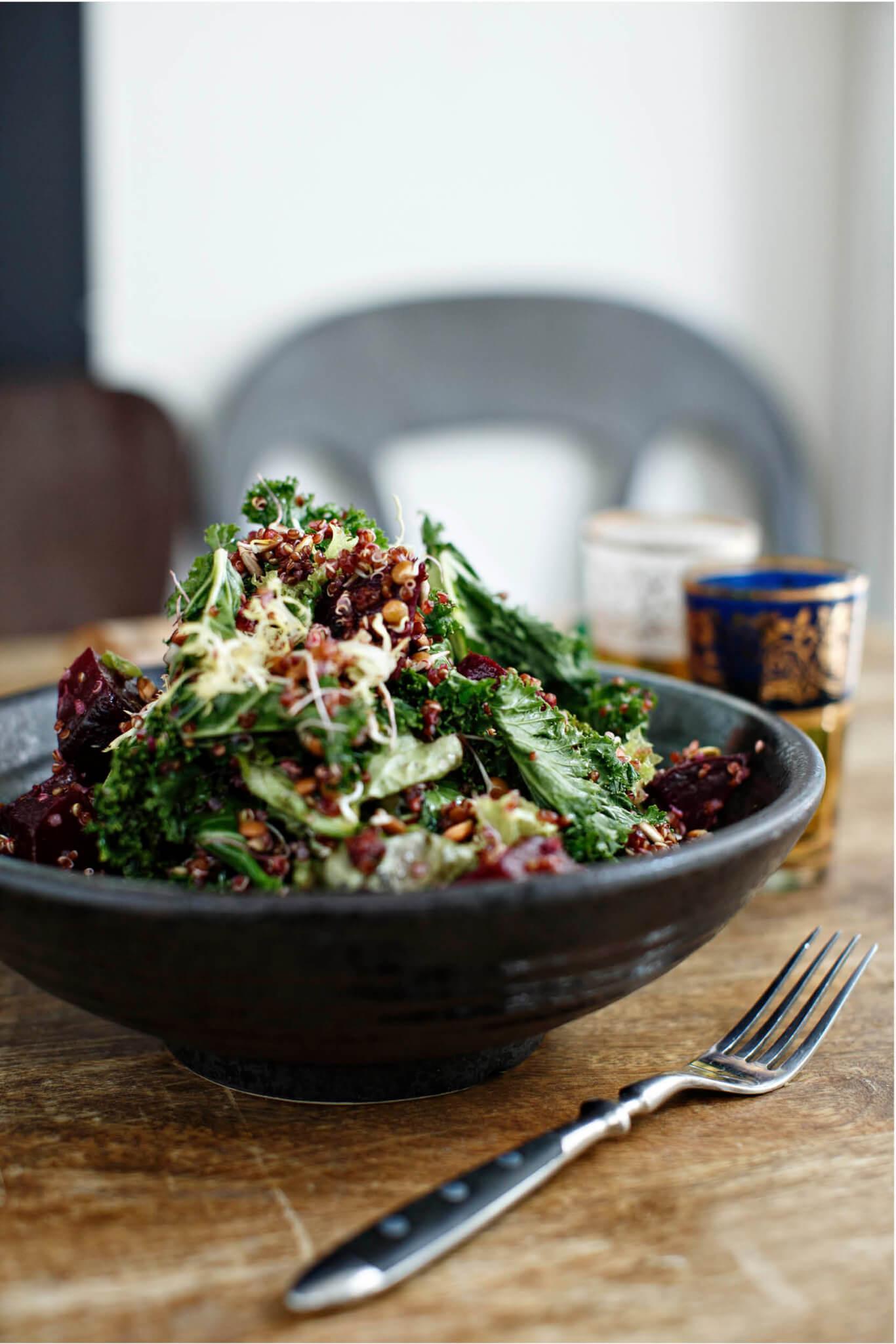 Sprouted lentil kale salad // Peggy試過把新鮮食材拌成沙律,當中的豆芽、扁豆及堅果都可以幫肋消化。(Josephine Rozman攝)