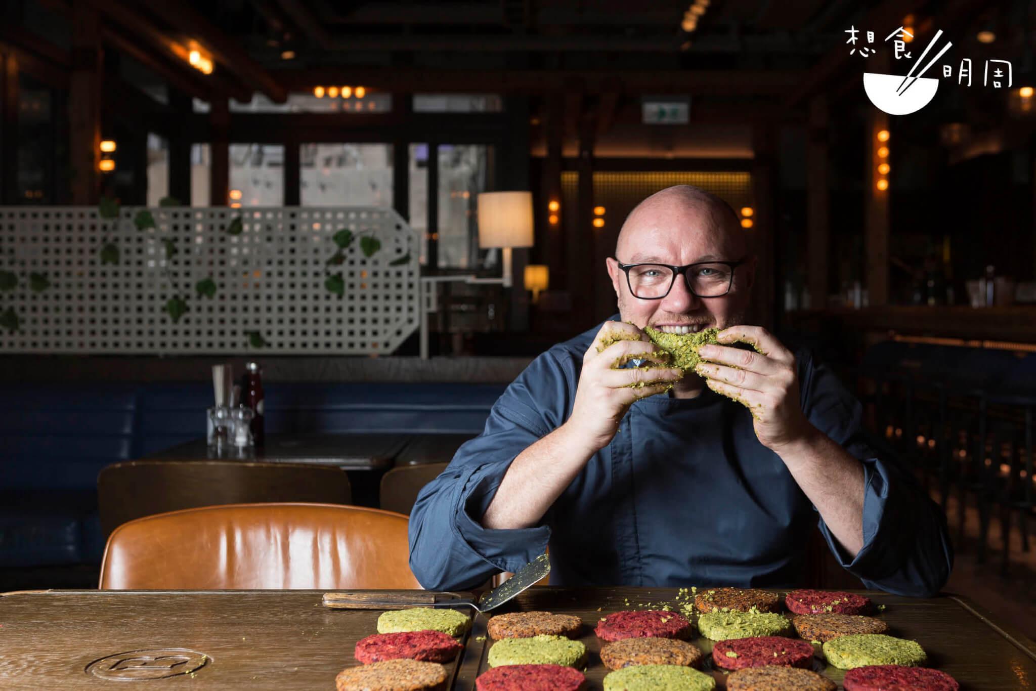 集團研發主廚Neil Tomes,除了 負責為Beef & Liberty設計餐點 外,同時效力於已有五年歷史的姊妹品牌Leaves & Liberty(首見於 二○一六年Clockenflap)。他曾短 暫茹素,現在努力減少食肉中。