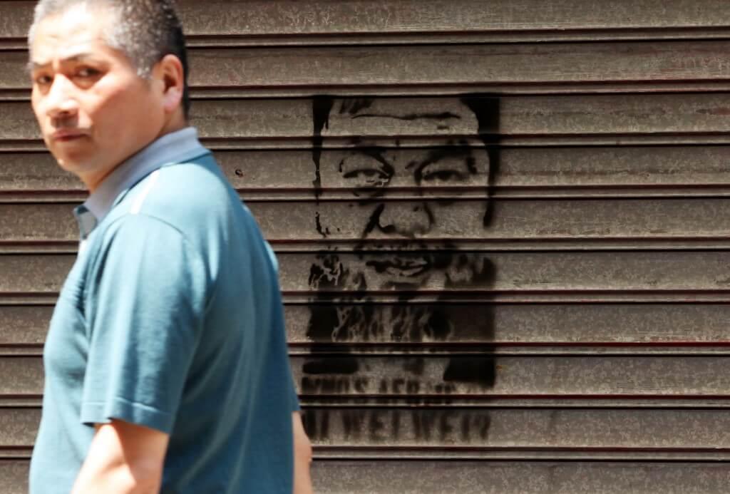 2011年,艾未未被失蹤,香港街頭亦出現塗鴉聲援。
