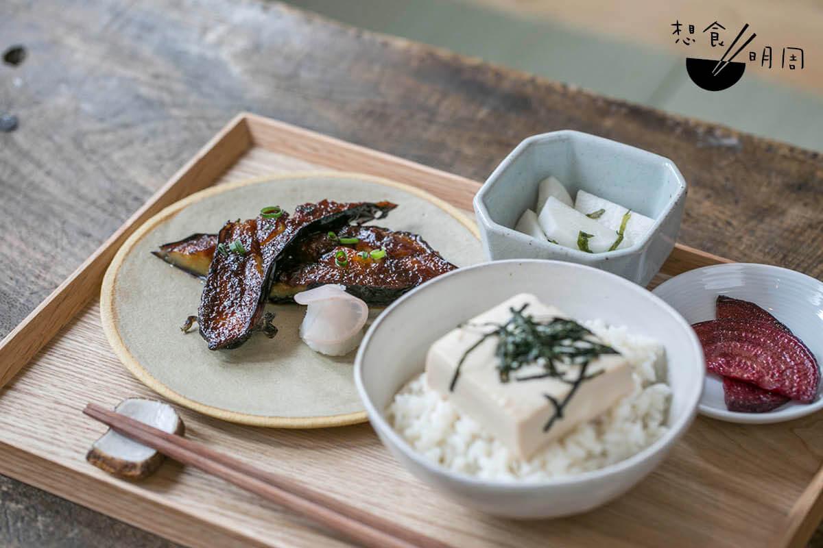 田樂味噌燒日本茄子嫩豆腐丼//午市素食之選,茄子塗上八丁味噌及三溫糖燒香。另配有機黃豆豆腐,美中不足是分量偏少。