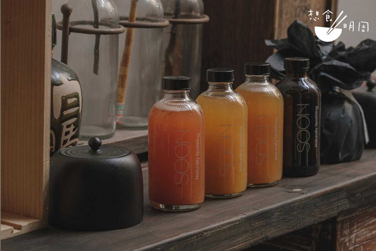 康普茶的口味有莓果、芒果、西柚、番石榴等,喝下去如果茶般清新。另外還有全港首創的CBD芒果康普茶,有舒壓功效。