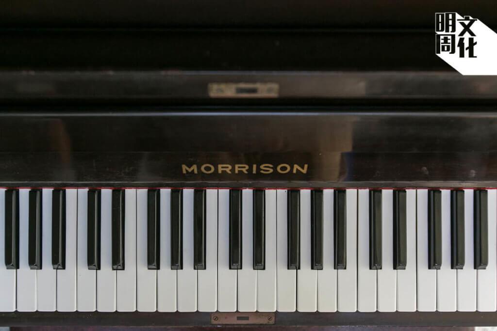 曾福琴行自家生產的鋼琴。