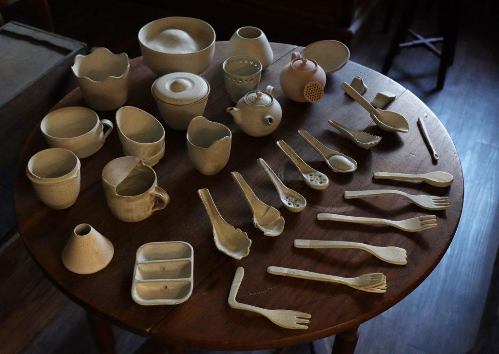 浸會大學視覺藝術院的學生創作的陶瓷器物