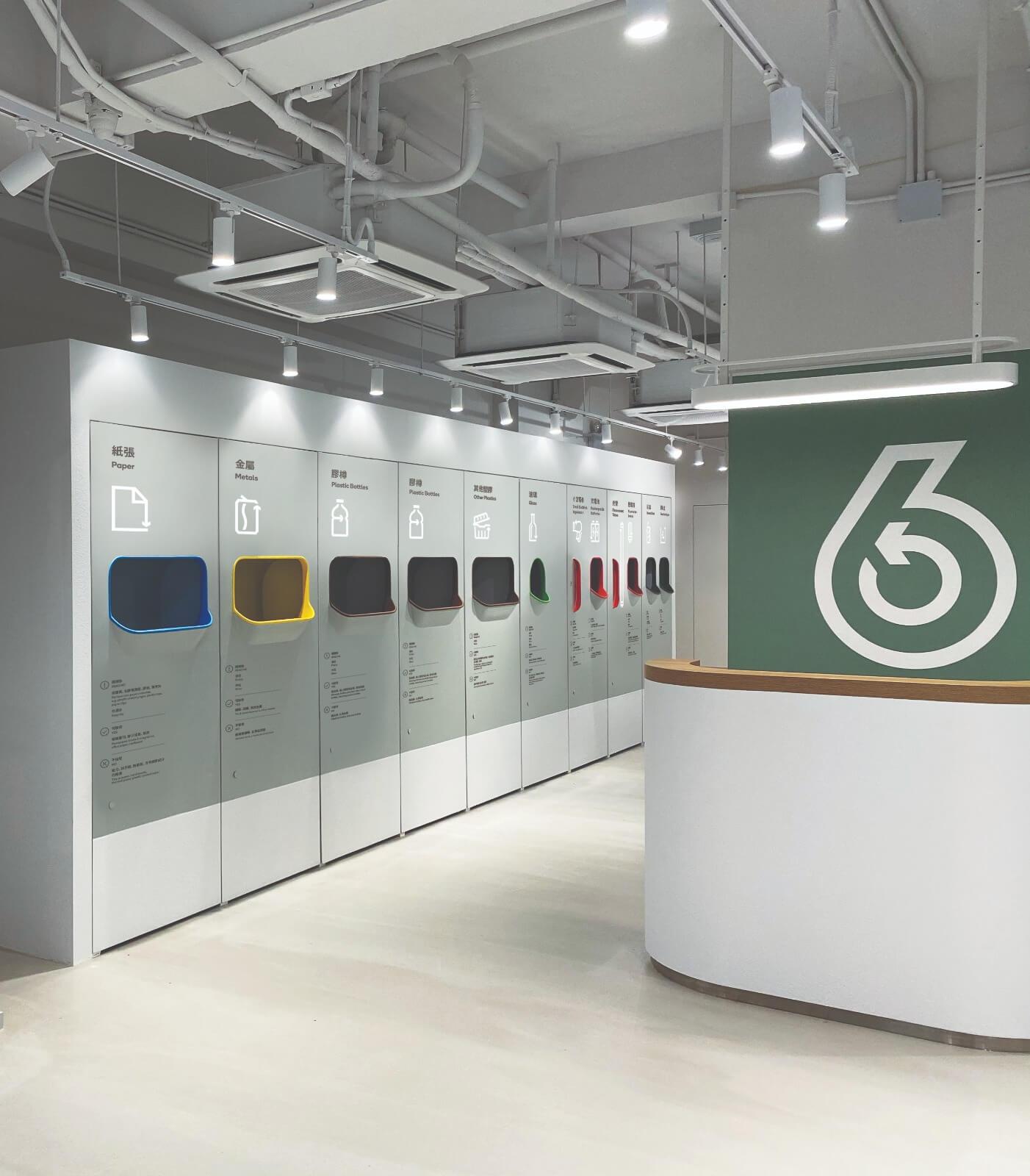 室內設計以簡潔為主,為了方便各個營運團隊在裝修時採用統一設計,One Bite Design構思了低成本而且方便組裝的標準(modular)櫃門。