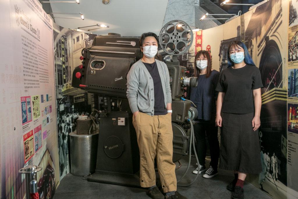 一級助理館長(節目)陳彩玉(左)、二級助理館長(節目)蔡漫虹(中)及節目助理羅雅蕾(右)