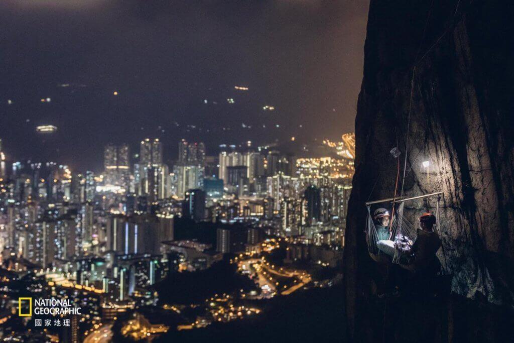 「風景」組別冠軍:《崖壁上的晚餐》(攝:Leung Chi Hang)