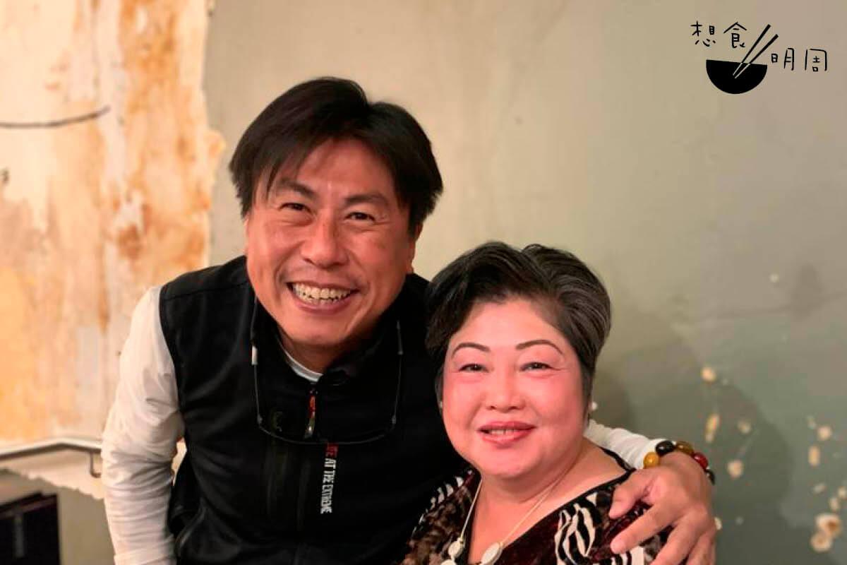 香港店負責人Terence,與創辦人阮老太合照。(照片由受訪者提供)