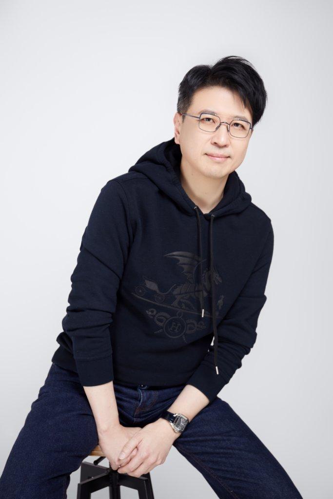 仇浩然,律師,收藏家,M+視覺藝術國際委員會的主席。其祖父為香港著名古董收藏家仇焱之。