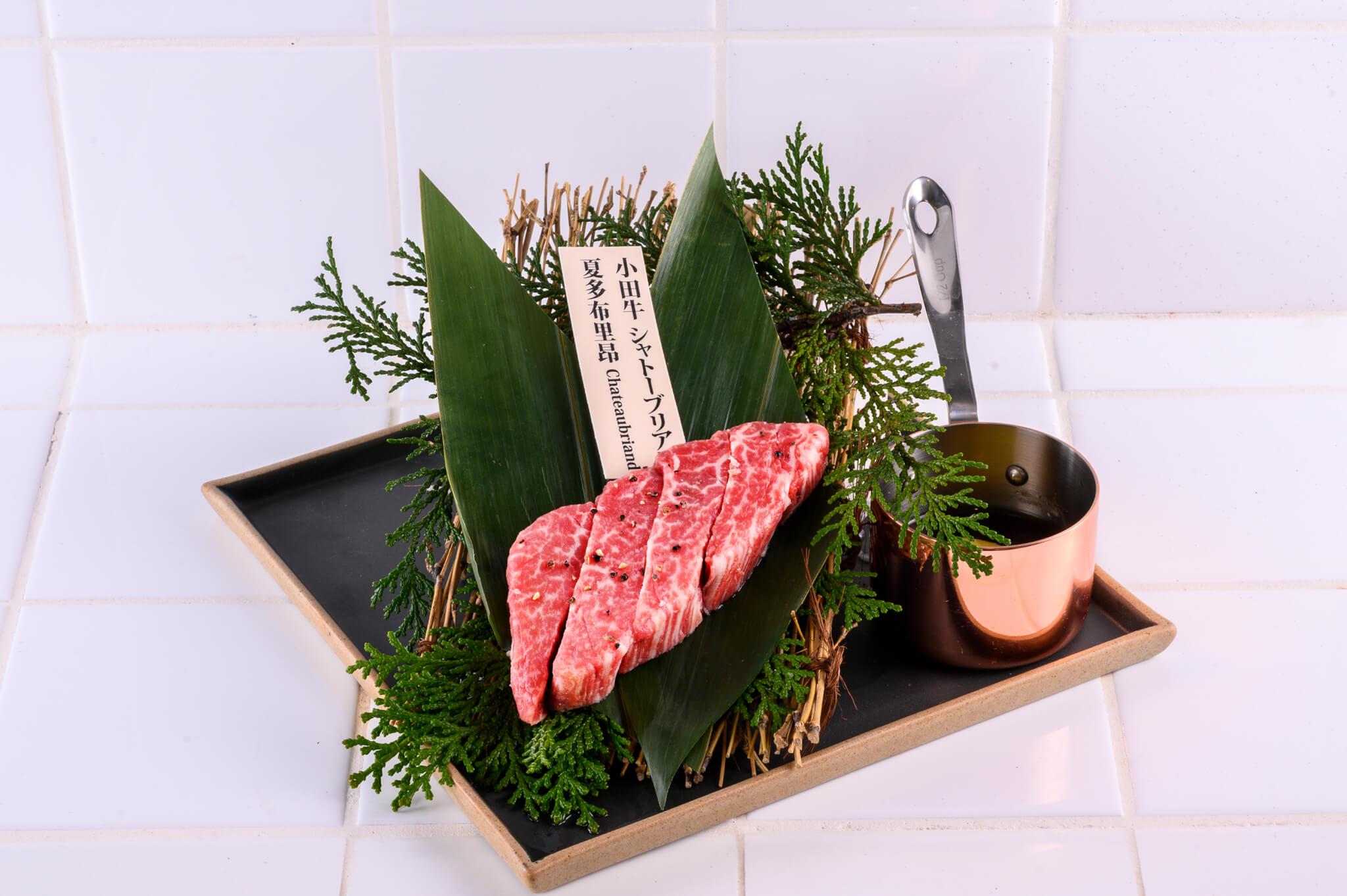 「夏多布里昂」屬於赤身,即是油脂較少的瘦肉,肉味、甜味較重。