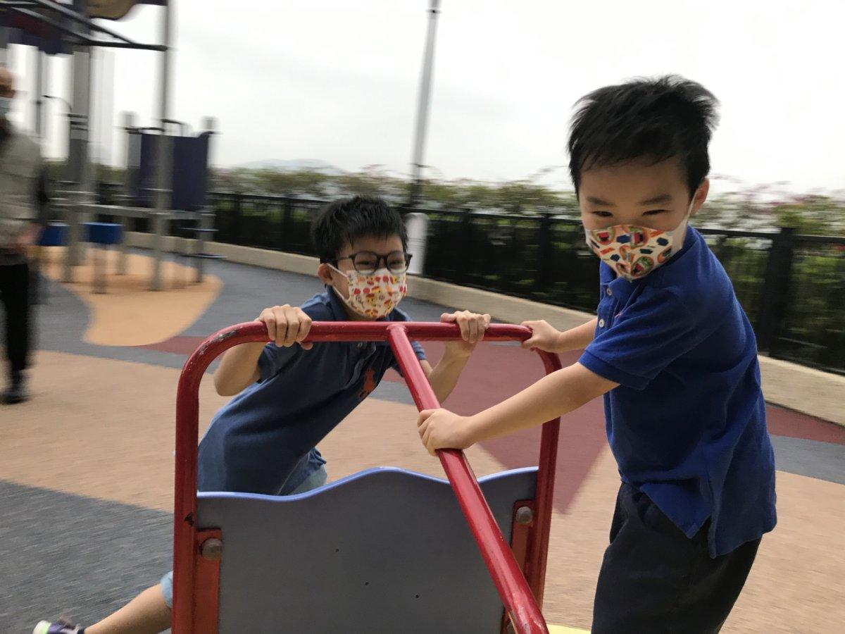 一起玩、一起搗蛋、一起被罵,都會是長大後珍貴的記憶。