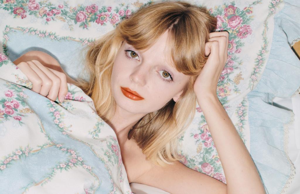 gu697_rouge-de-beaute-brilliant-lipstick_digital-campaign_press_crops_300dpi_03