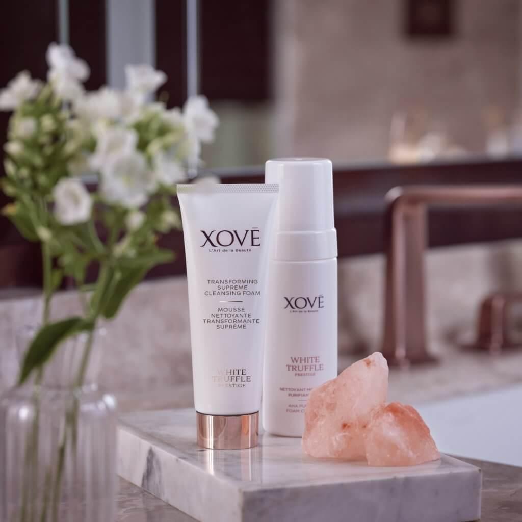 Xove白松露透亮潔面泡沫 $475/120ml 深層淨化皮膚紋理內的殘餘化妝品及皮脂污垢,清透毛孔。洗走暗啞老化角質,使膚色均勻透亮。
