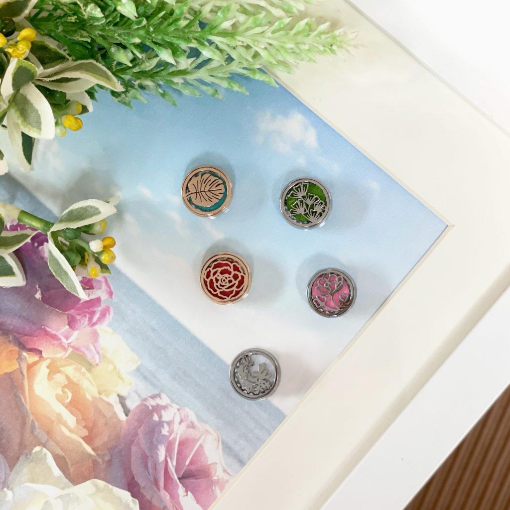 CANVAS香薰口罩配飾以嬌柔花簇、浪漫玫瑰、清新葉片、典雅薔薇和錦花繡草為設計靈感 (購物每滿$300,可獲贈配飾一個)