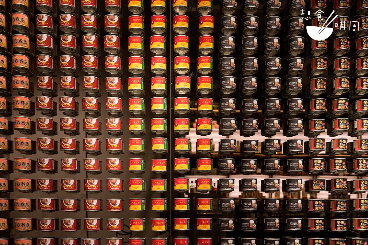 滿載罐頭的特色牆是餐廳的一大打卡位!