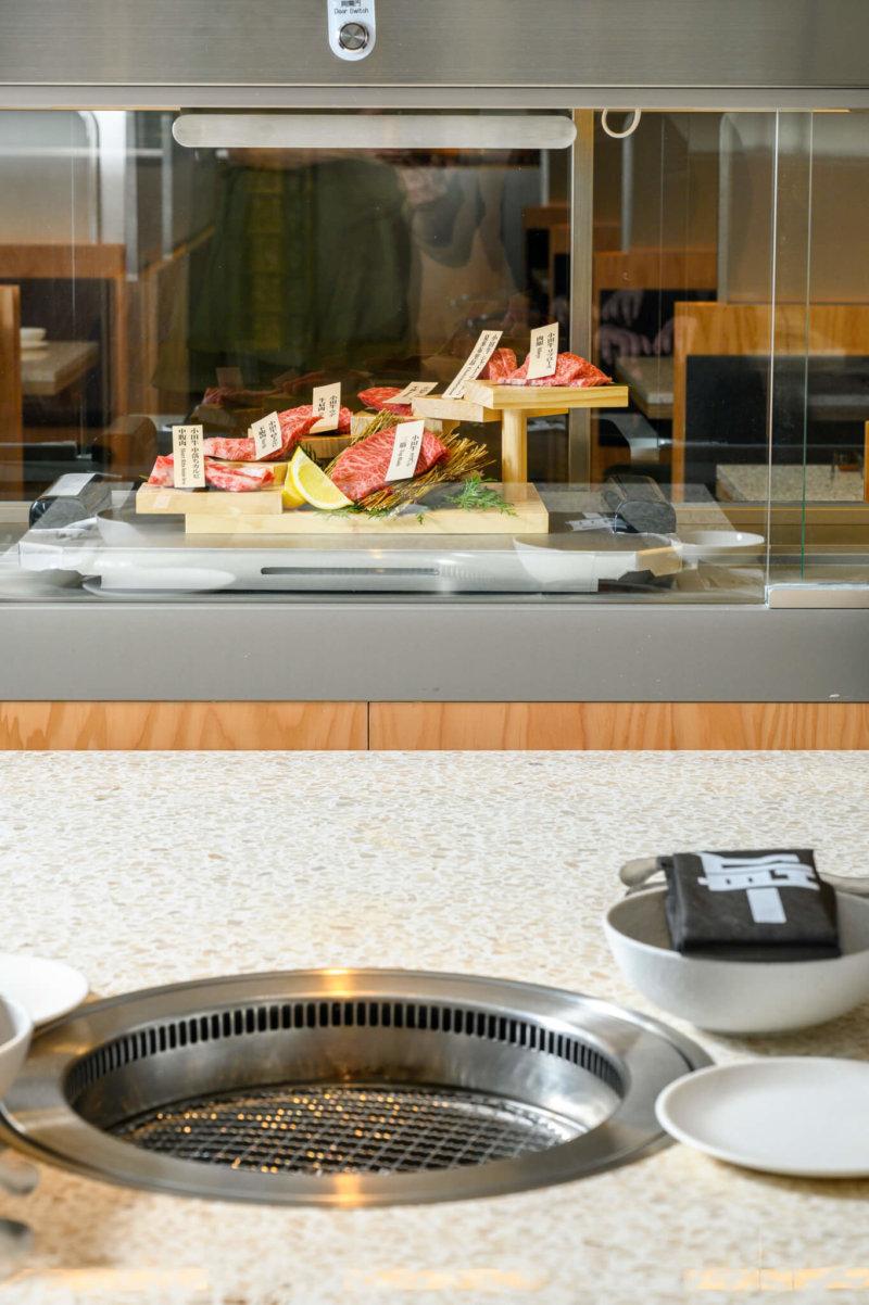 首間設有「燒肉新幹線」的日式燒肉店,頗特別的。