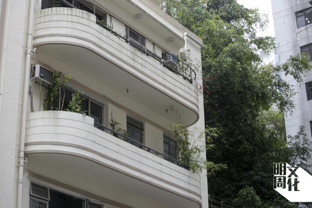 露台的圓角線條,充滿裝飾藝術風格(Art Deco),如同上海法租界的建築。