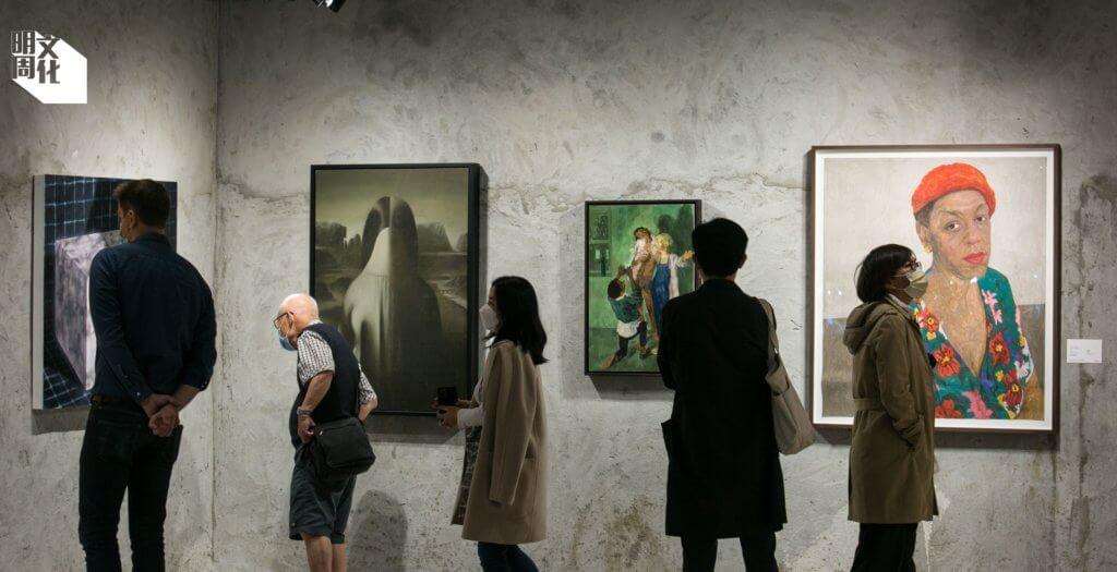 以藝術文化為主題的尖東商場K11 MUSEA早前聯合蘇富比舉行春季拍賣預展,吸引市民到場觀賞。現場所見,觀展者不分年齡階層,但都對藝術好奇。