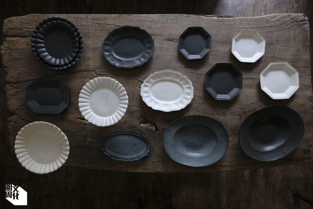 他們的手造陶瓷器物偏向能自然融入生活環境的顏色質感