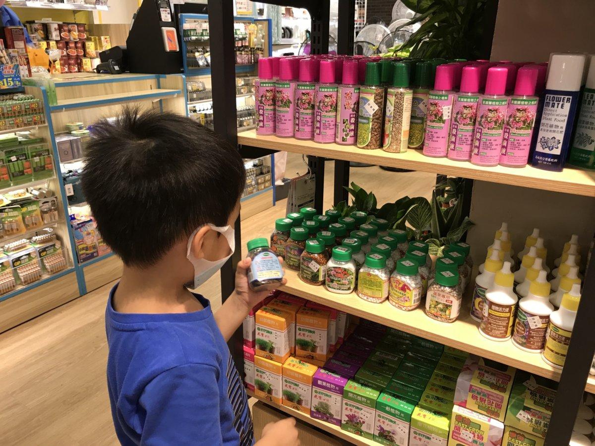 小人兒每年種一人一花,都會用上肥料,日本城是我家肥料供應商之一。