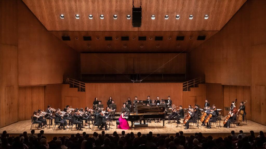 除獨奏外,余嘉露曾先後與馬來西亞國立交響樂團、香港小交響樂團及香港城市室樂團合演協奏曲,與多位名指揮家合作和知名國際演奏家作室樂演出。