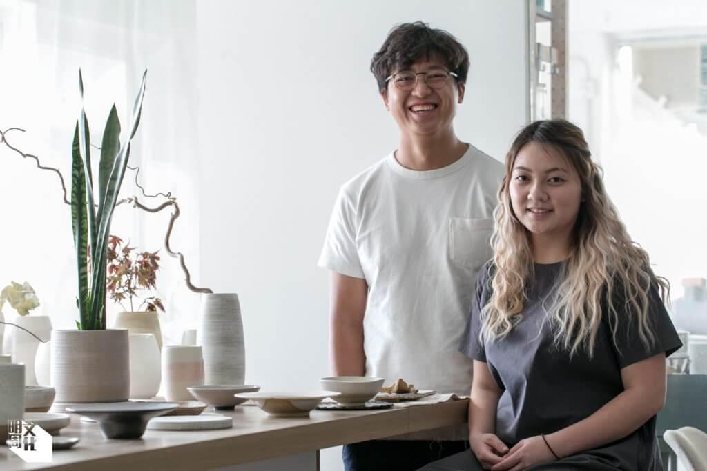 Matthew(左)和Eugenia(右)在一六年共同創辦「素謠」品牌,Eugenia主責造陶,Matthew則打點一切,兩人互補長短,相輔相成。