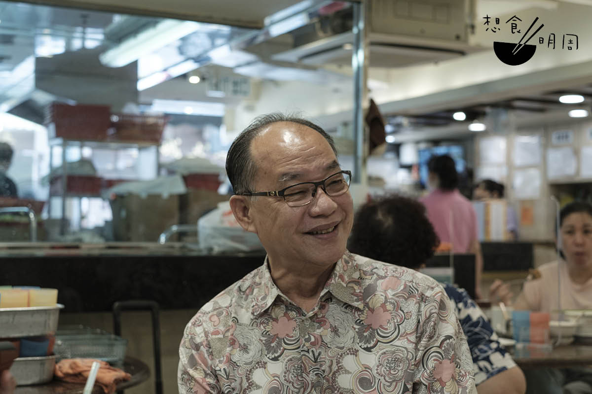 德昌魚蛋粉店主曾永浩憶述,在上世紀六、七十年代時,大家就只習慣加一兩滴辣油。