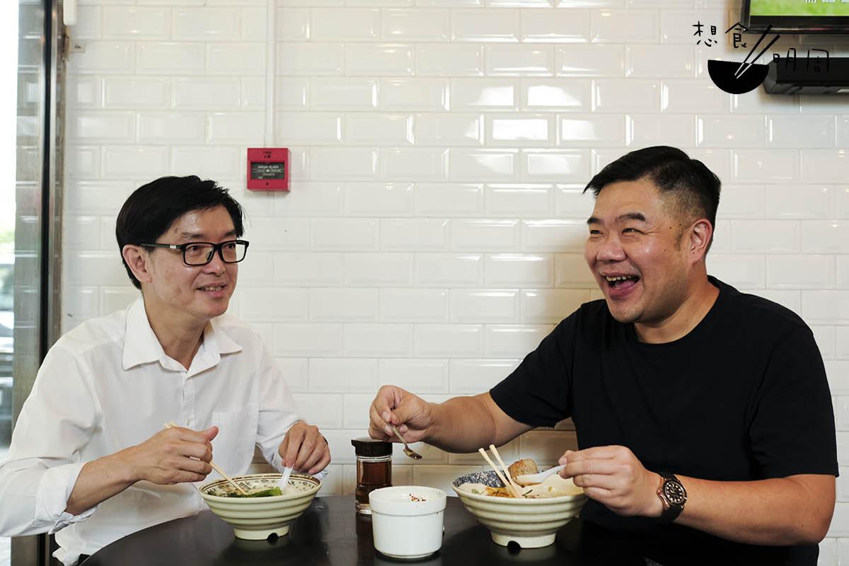 說到吃豬雜,專研潮汕文化的胡炎松(左),與Michael都異口同聲推薦上環「永記」。