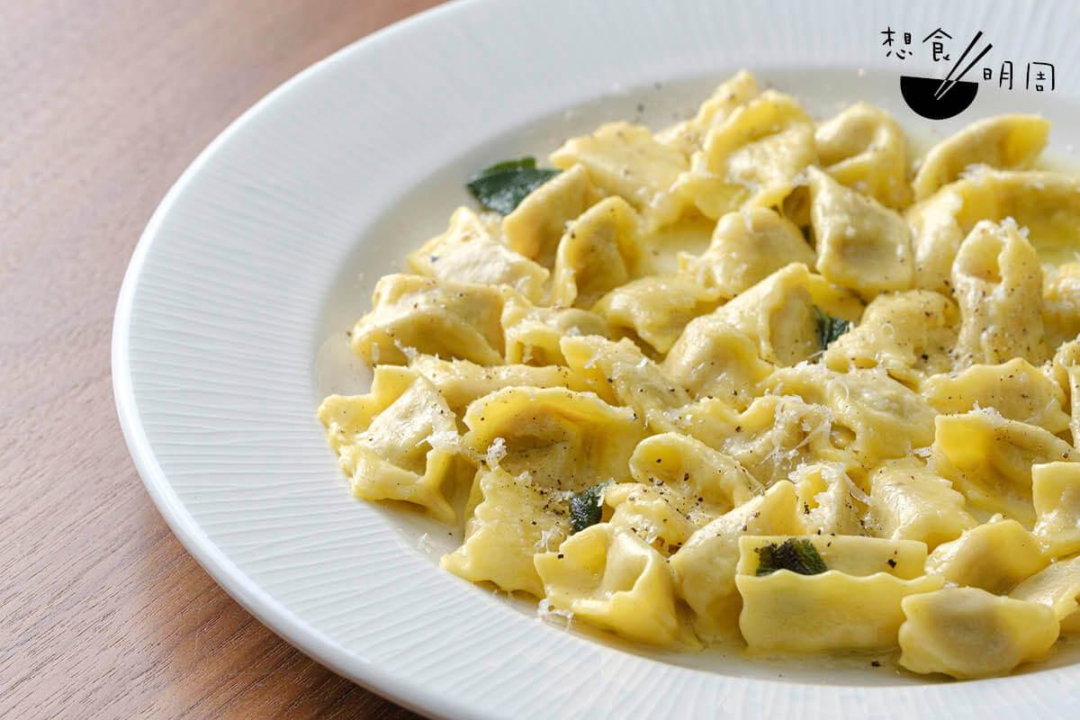 Agnolotti Impossibili Agnolotti del plin是源自皮埃蒙特的意粉款式。以植物肉作餡,醬汁則用牛油、蒜蓉、鼠尾草等作基調,簡單而滋味。($228)
