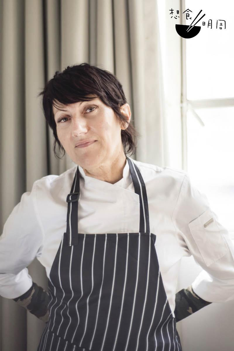 早在二十五年前,Tina Barrat便開始吃素,但當時只屬蛋奶素;在2015年她才因敏感而轉為純素者。