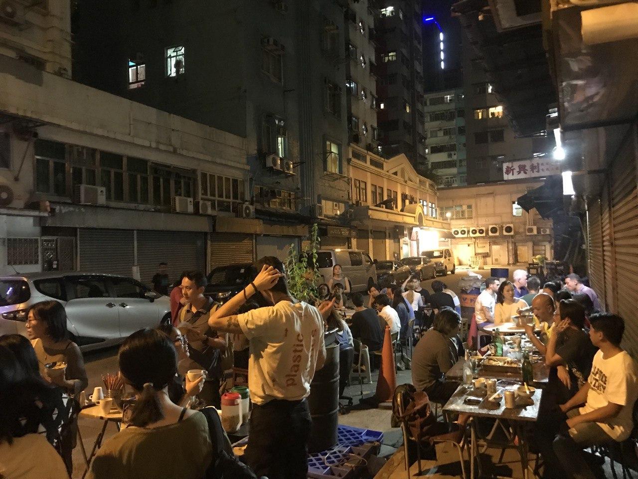 黑窗里前身為自由定價素食店「蘇波榮」