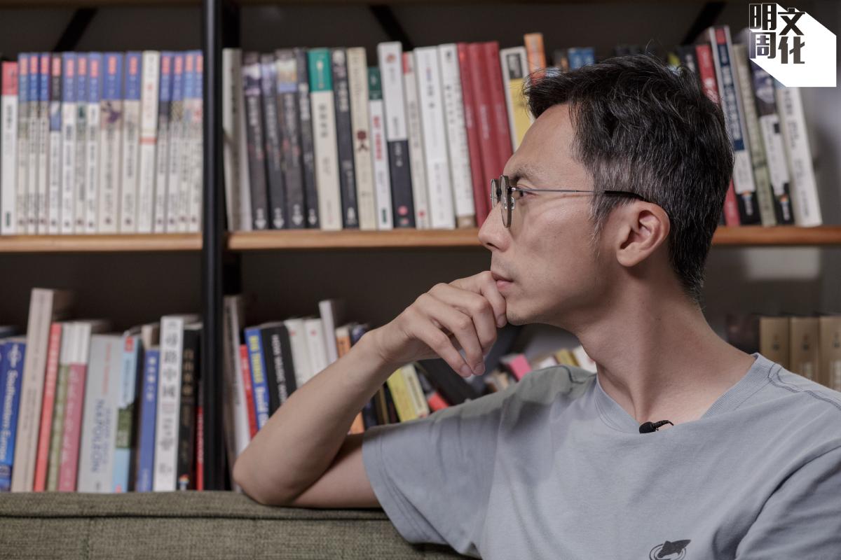 Kiwi的工作室則充滿很多書及影碟,讓他感覺電影史上積累的思想都在背後。而且在這麼多大師面前,他覺得自己會變得謙卑。