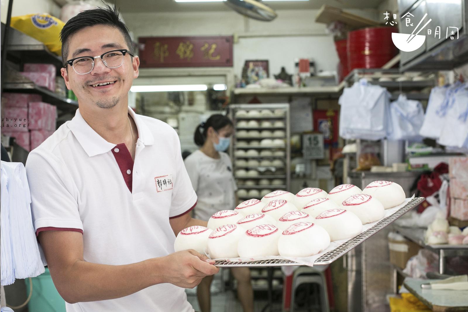 自從家業由Martin接捧後,他着手革新餅店,更希望將平安包打造成為香港人的手信之一。