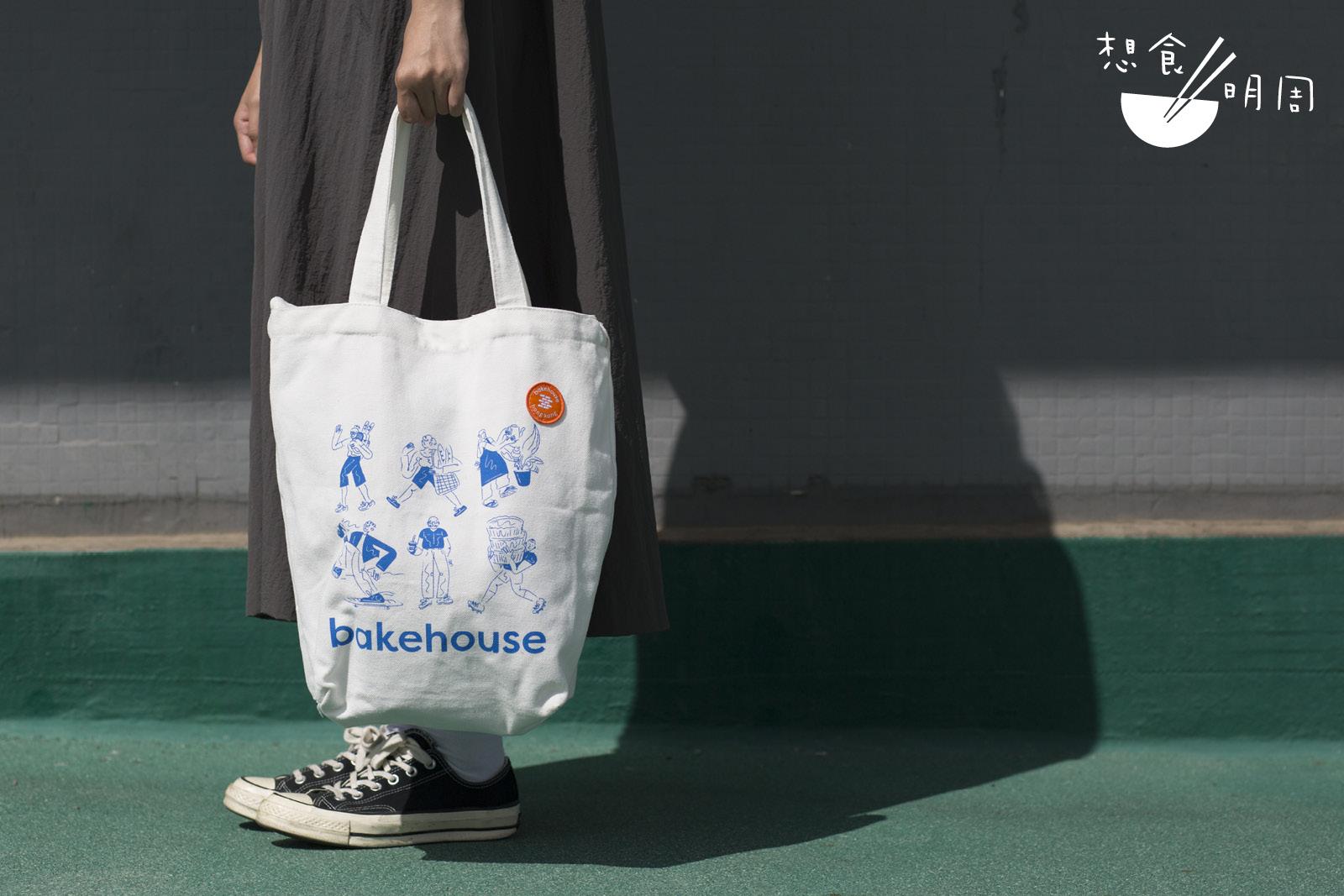 Tote bag的容量大,放下手提電腦也綽綽有餘,返工返學也能使用呢!($100)