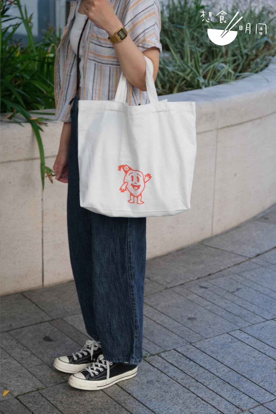 環保袋採用橫向袋型,手提時也好看!($88)