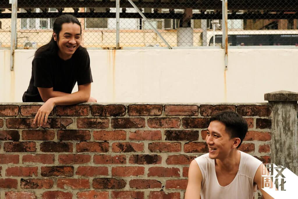 《半空的笑》由黃衍仁(右)擔任編導,找來黃飛鵬負責攝影指導。
