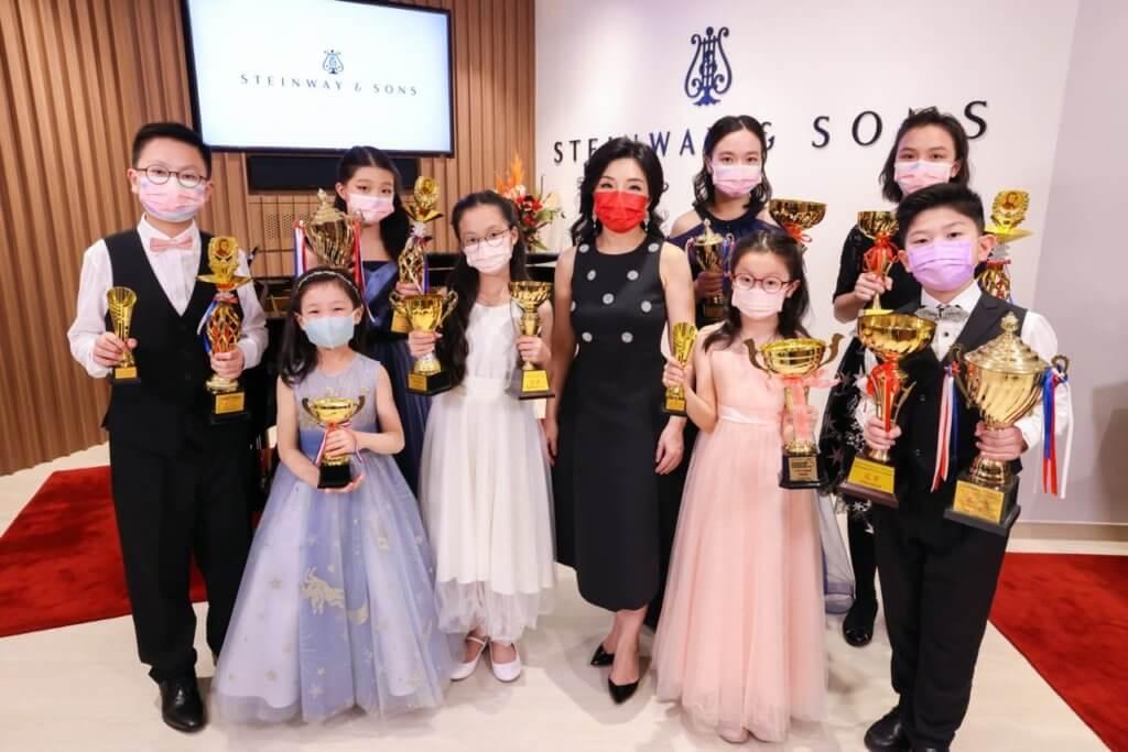 較早前獲邀於香港的Steinway & Sons 店帶領眾得獎學生舉行師生音樂會.jpg