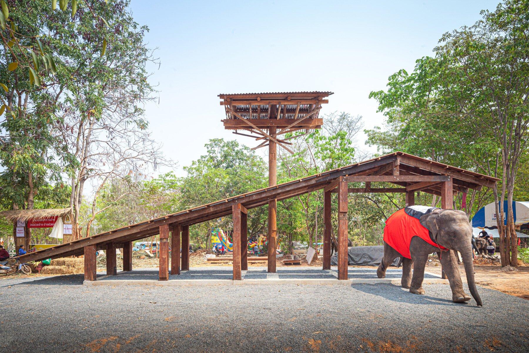 同步在威尼斯雙年展的展場以及Kuy族居住的Kurin地區建造的亭子