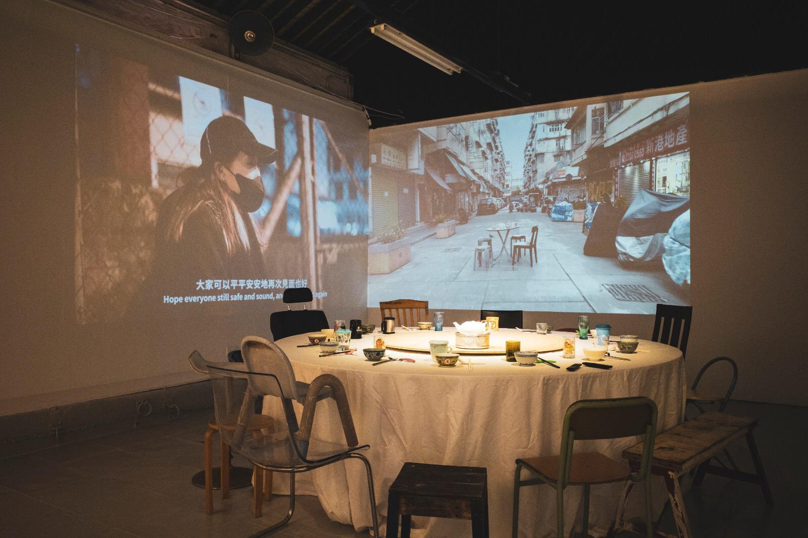 《重「見」重「建」》展覽放置了一張十六人圓桌,並有十六套不同餐具,代表聚合不同的街坊。