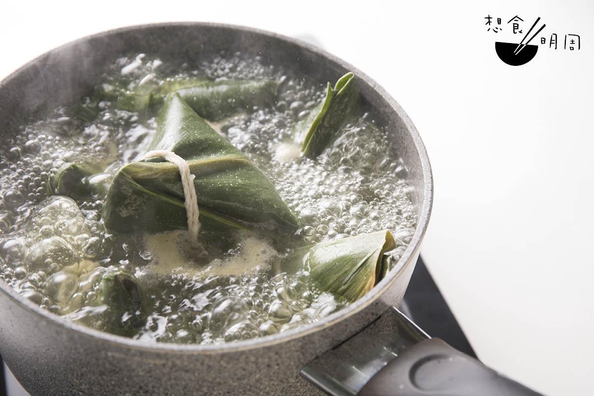 台灣粽子烚蒸皆宜,但建議北部粽用蒸,南部粽用烚。