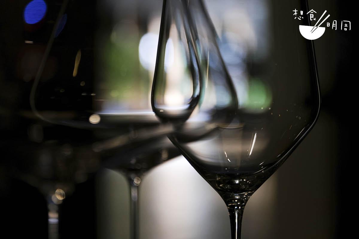 小館子內的酒杯,都是用奧地利品牌Zalto的手工吹製玻璃杯。