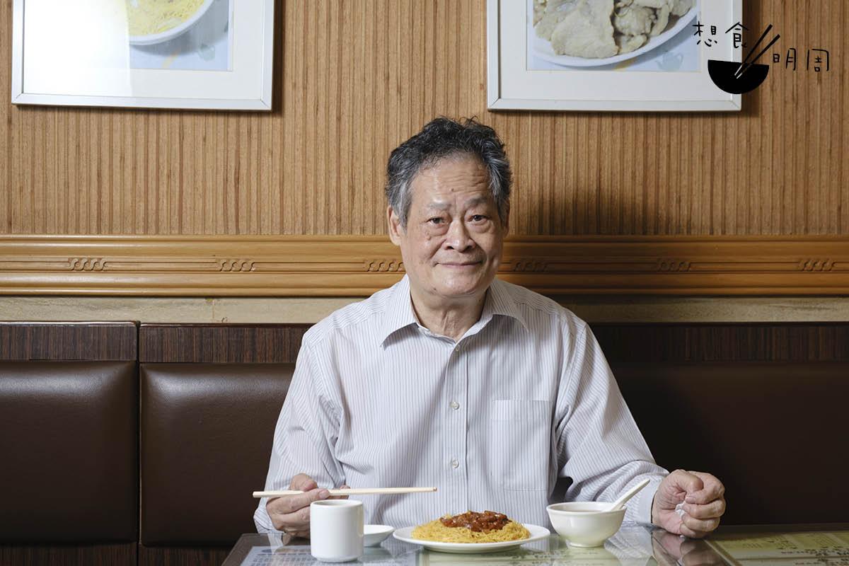 麥明記店主麥志明,秉承祖父做熬湯、做麵的配方,期望做出有水準的親民麵食。