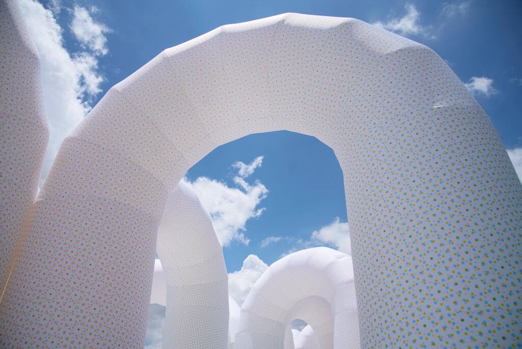 《聲之穹蒼》,是製造移步異景的「門窗」。