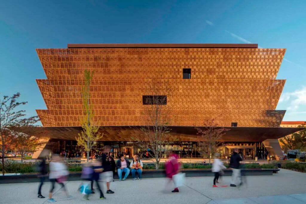 非裔美國人歷史與文化博物館,建築外層以過往非裔美國人的工藝鐵件為靈感。