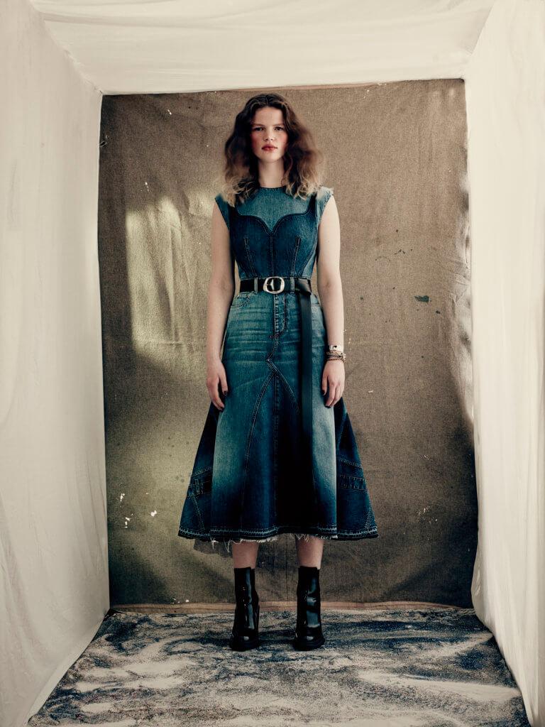 alexander-mcqueen-aw21-womenswear-collection_16