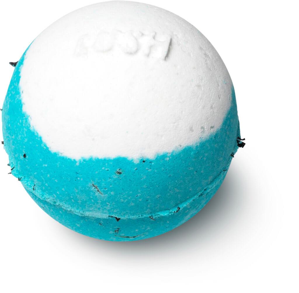 藍海洋汽泡彈Big Blue Bath Bomb HK$60 蘊含阿拉姆海藻,在你浸浴時軟化皮膚。當中豐富的維他命和礦物質,如碘能幫助調節新陳代謝;海鹽能軟化皮膚,去掉死皮;檸檬精油提神醒腦,而薰衣草油則殺菌潔淨,讓你身心煥然一新。