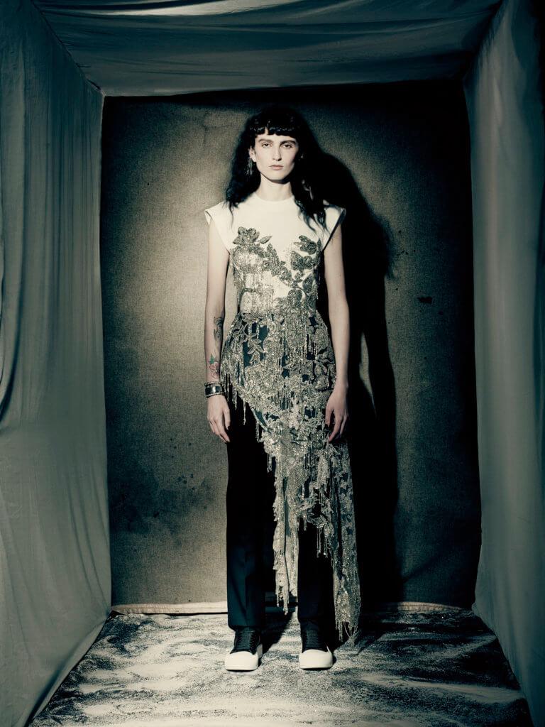 alexander-mcqueen-aw21-womenswear-collection_13