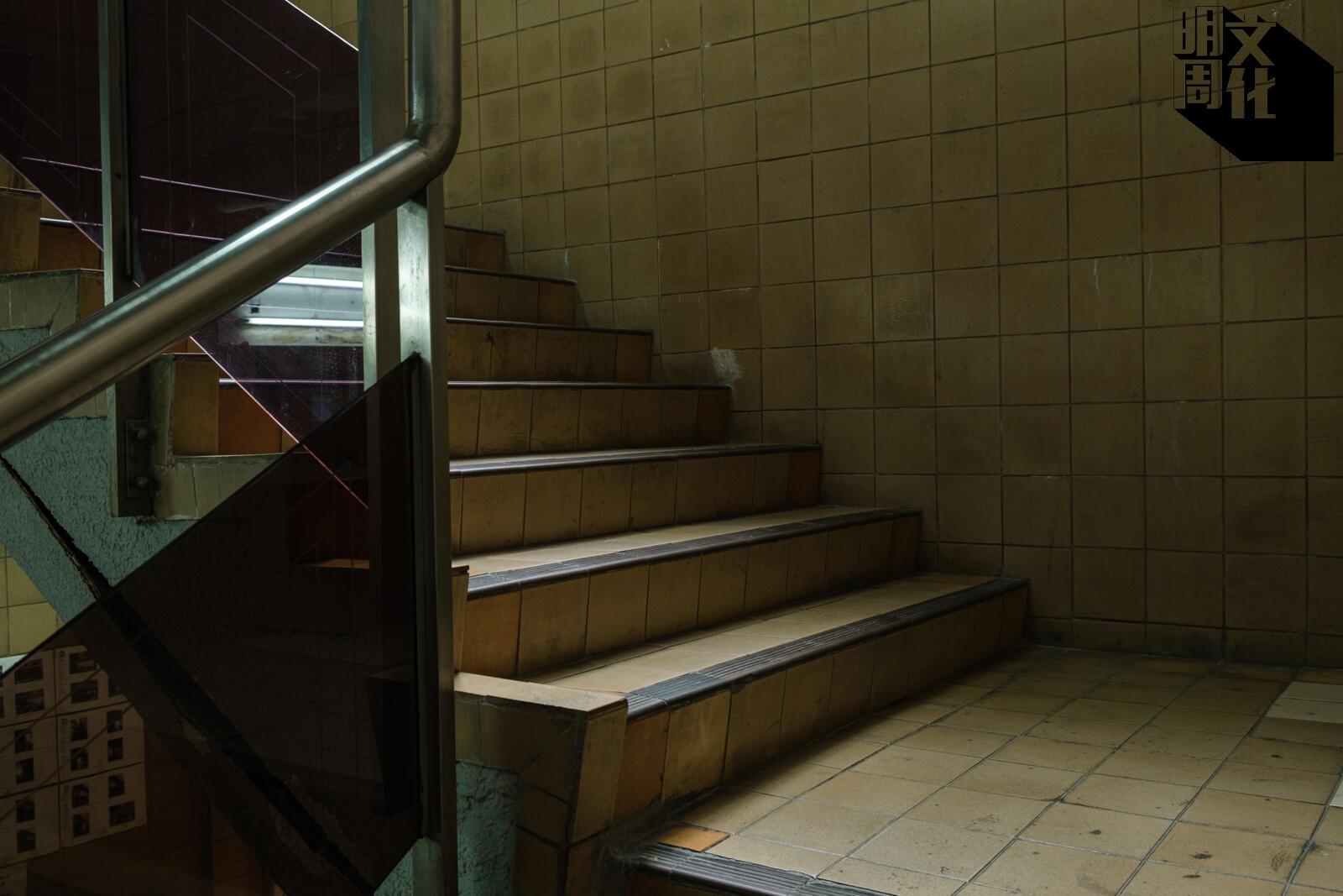 富利來的裝潢仍然保留住香港八十年代的建築特色