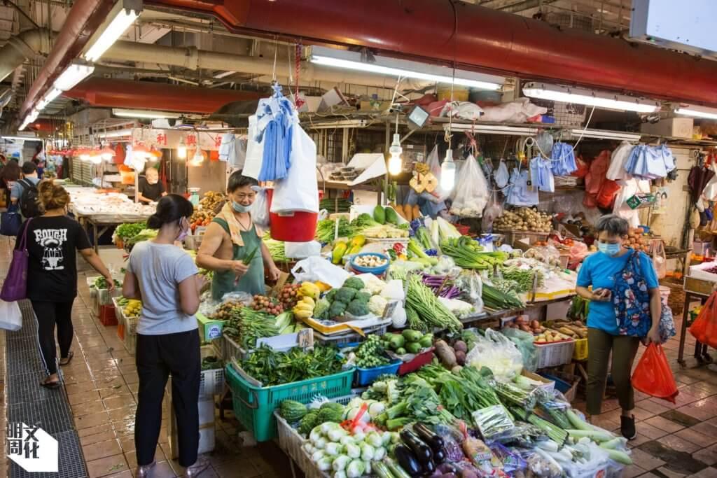 在香港仔以外附近各區的居民,都會在香港仔街市買餸。